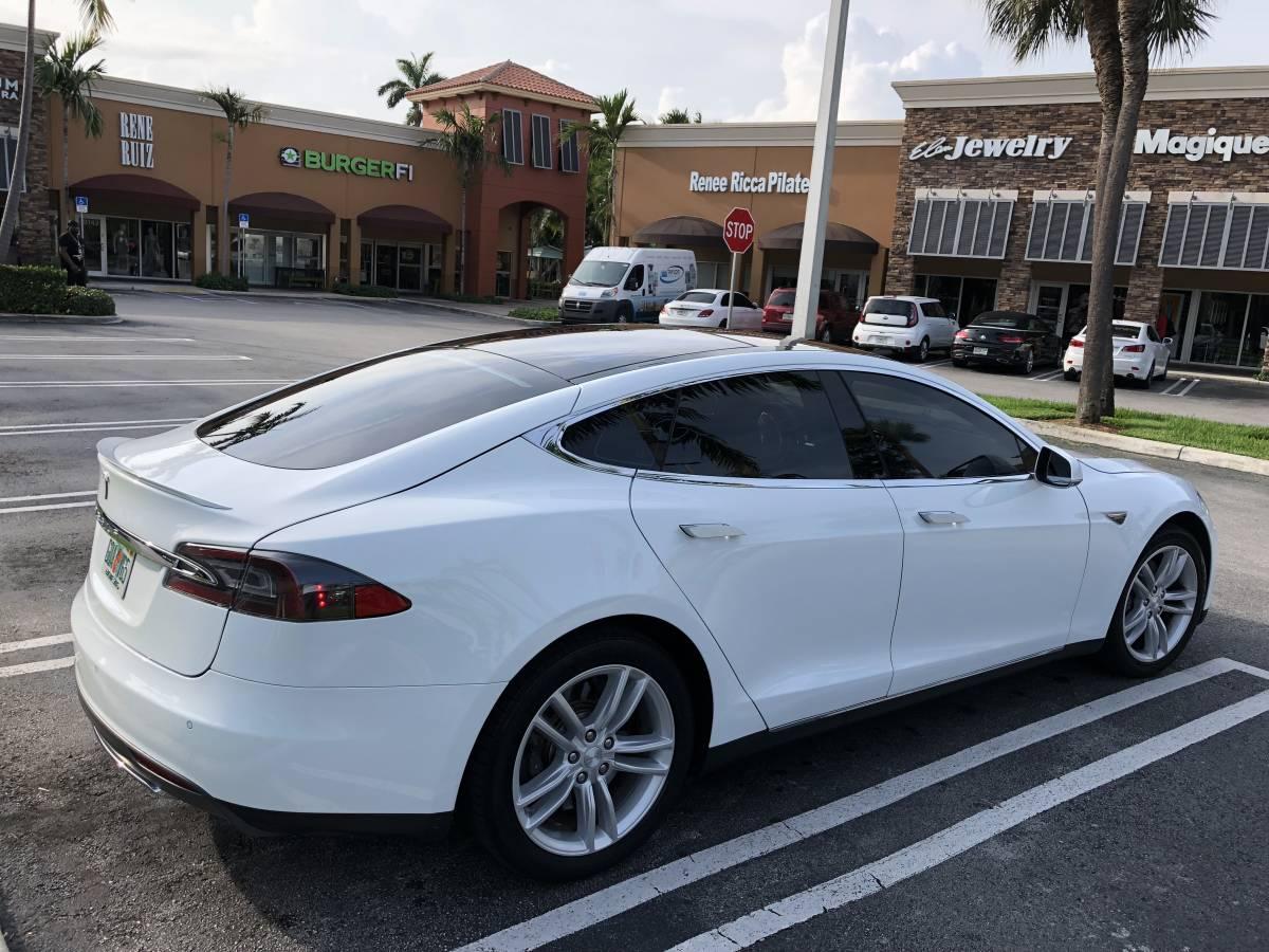 2014 Tesla Model S 5YJSA1S1XEFP30637