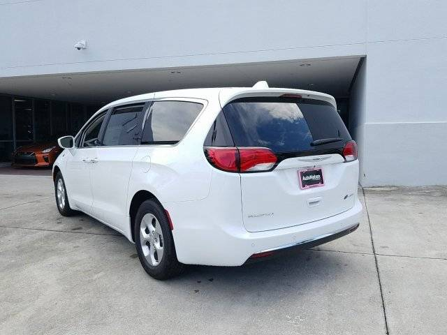 2018 Chrysler Pacifica Hybrid 2C4RC1H74JR318295