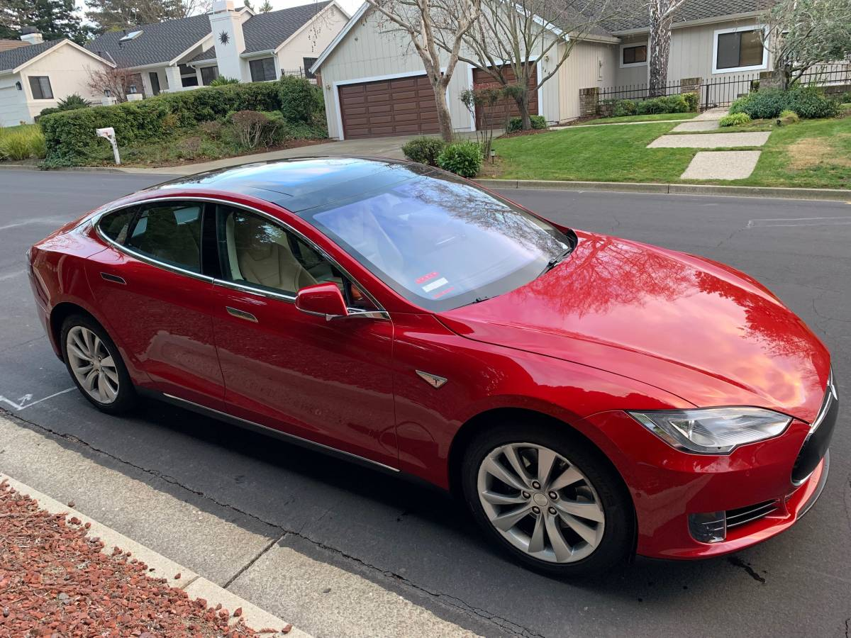 2015 Tesla Model S 5YJSA1S28FF095329