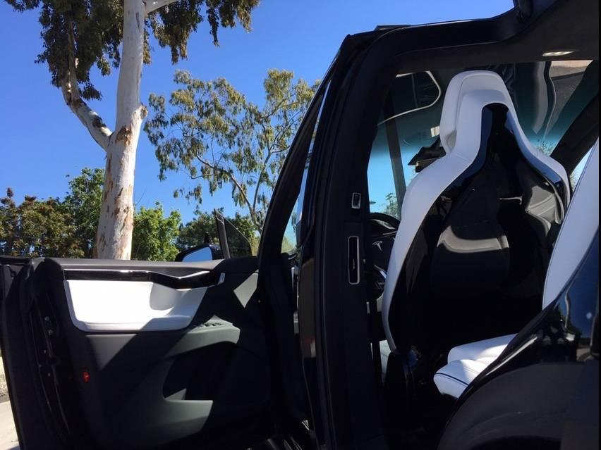 2017 Tesla Model X 5YJXCBE49HF038241
