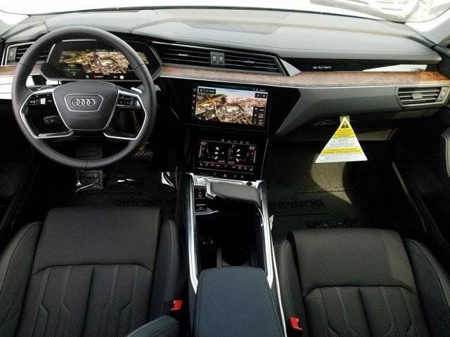 2019 Audi e-tron WA1VAAGE7KB015056