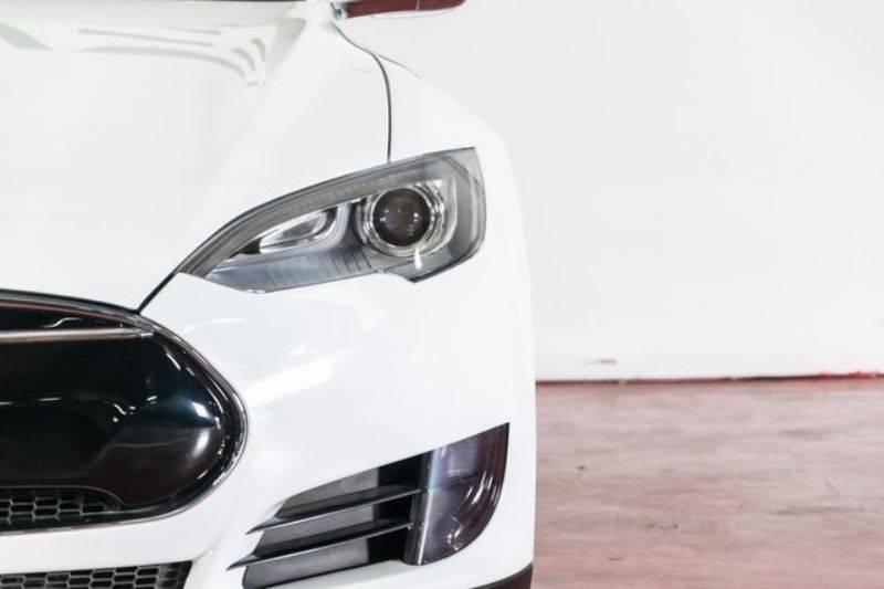 2013 Tesla Model S 5YJSA1CG1DFP09483