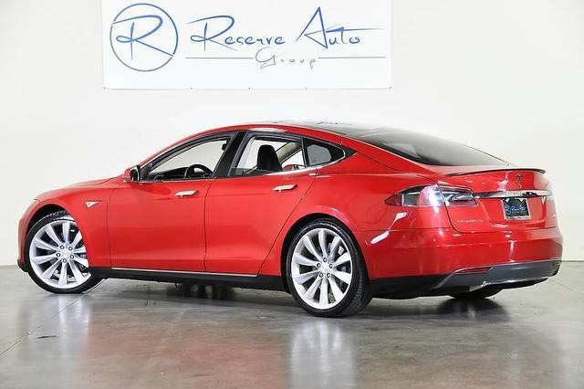 2013 Tesla Model S 5YJSA1CP1DFP10083