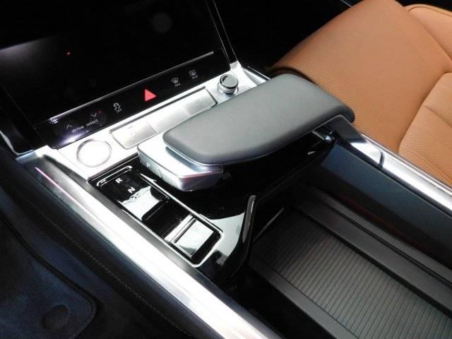 2019 Audi e-tron WA1VAAGE4KB007075
