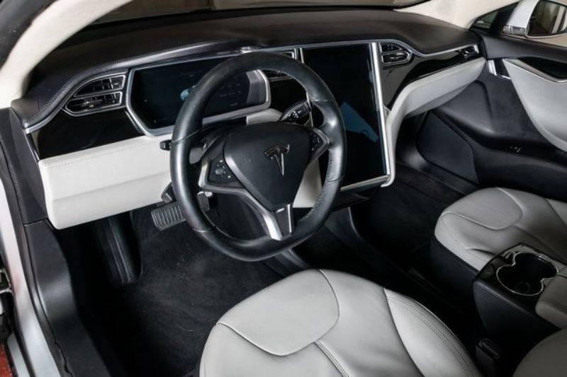 2013 Tesla Model S 5YJSA1DN2DFP10848