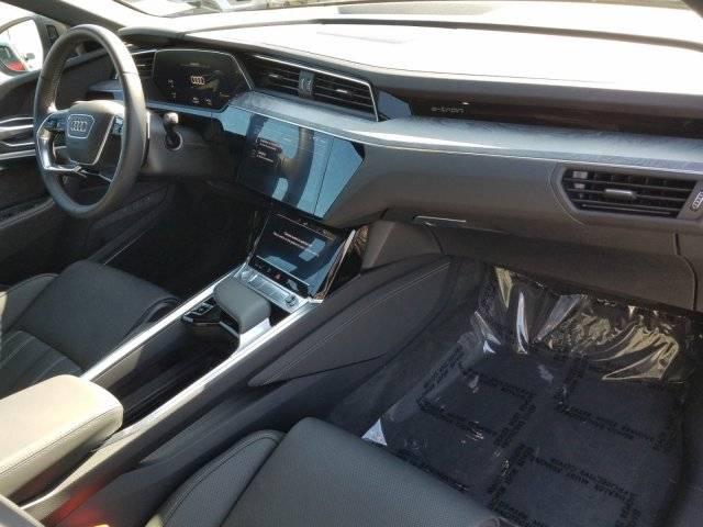 2019 Audi e-tron WA1VAAGE4KB007335