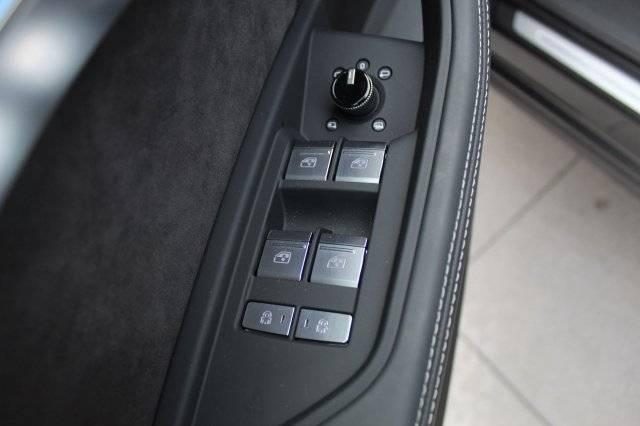 2019 Audi e-tron WA1VAAGE8KB008178