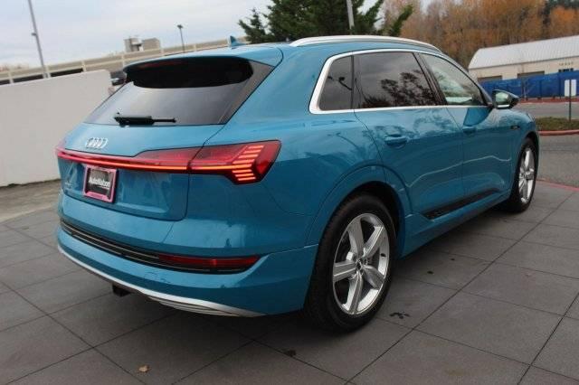 2019 Audi e-tron WA1VAAGEXKB019084
