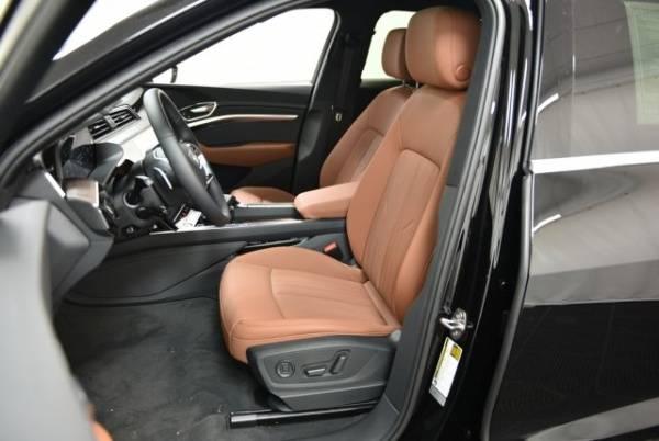 2019 Audi e-tron WA1LAAGE0KB009915