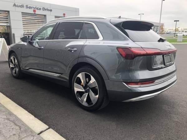 2019 Audi e-tron WA1VAAGE3KB007441