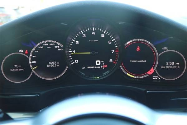 2018 Porsche Panamera WP0AE2A7XJL130350