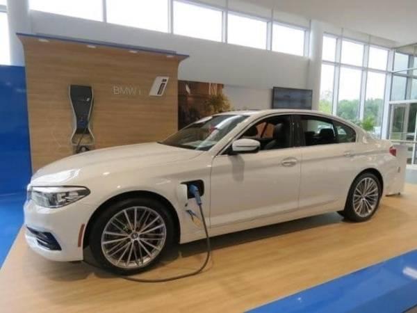 2018 BMW 5 Series WBAJA9C52JB252560