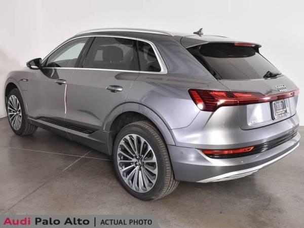 2019 Audi e-tron WA1VAAGE1KB007423