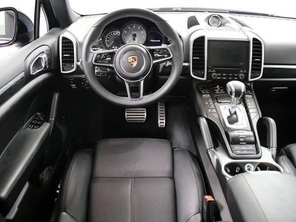 2017 Porsche Cayenne WP1AE2A27HLA75191