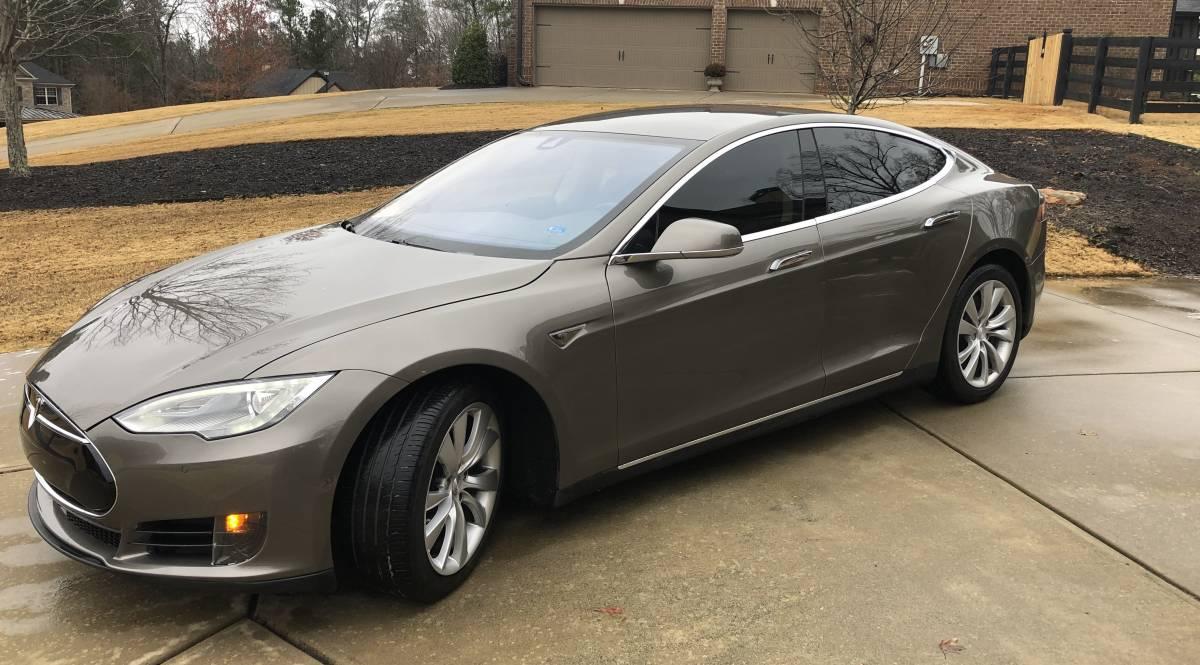 2015 Tesla Model S 5YJSA1S23FF082682