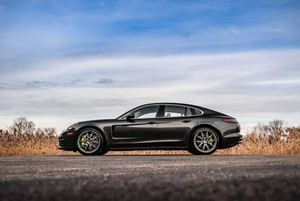 2018 Porsche Panamera WP0AE2A75JL128991