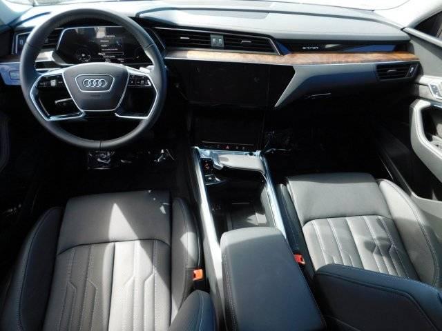 2019 Audi e-tron WA1VAAGE7KB009368