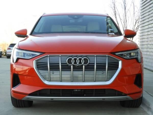 2019 Audi e-tron WA1LAAGE7KB007885