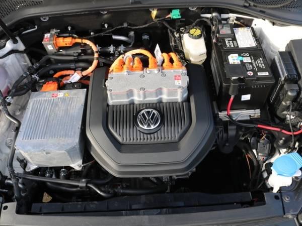 2016 Volkswagen e-Golf WVWKP7AU0GW915016