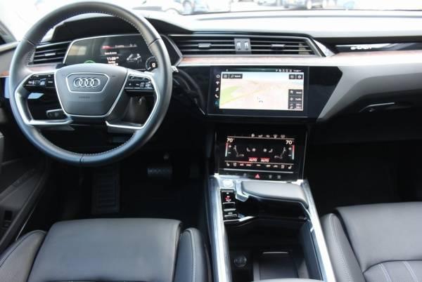2019 Audi e-tron WA1VAAGE2KB010394