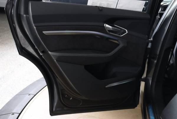 2019 Audi e-tron WA1VAAGEXKB006884