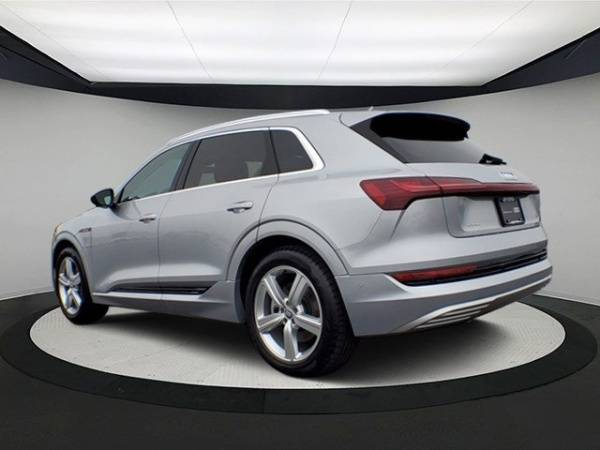 2019 Audi e-tron WA1LAAGE6KB009739