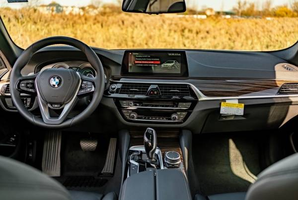 2019 BMW 5 Series WBAJB1C56KB377075