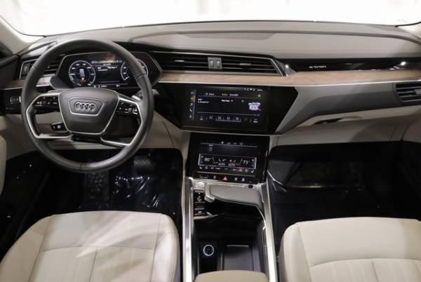 2019 Audi e-tron WA1LAAGE5KB008999