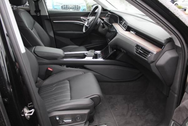 2019 Audi e-tron WA1VAAGE2KB008418