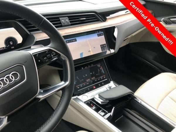 2019 Audi e-tron WA1LAAGE4KB011005