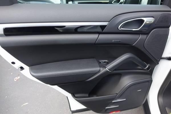 2017 Porsche Cayenne WP1AE2A20HLA73394