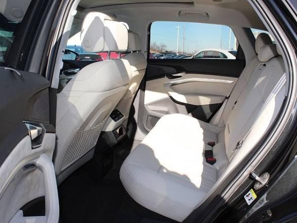 2019 Audi e-tron WA1VAAGE9KB009436