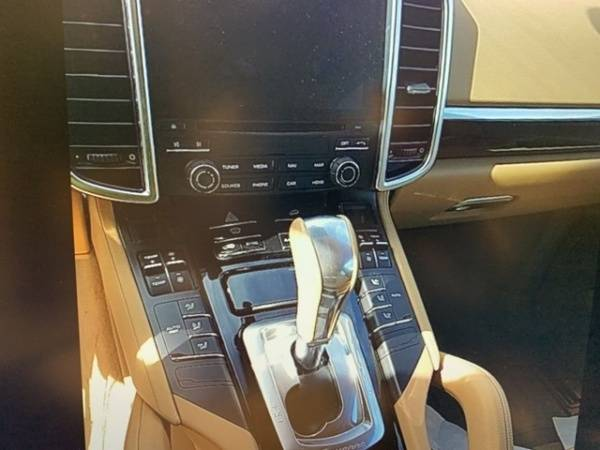 2017 Porsche Cayenne WP1AE2A27HLA72338