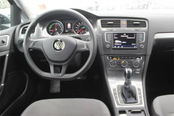 2016 Volkswagen e-Golf WVWKP7AU0GW915727