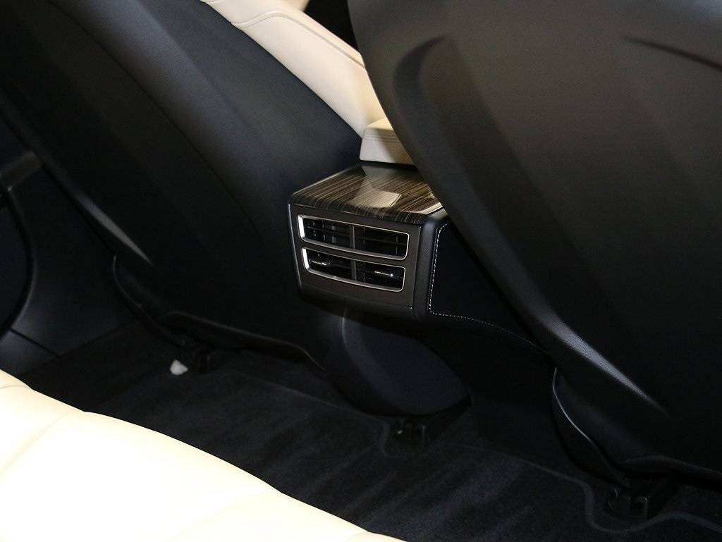 2016 Tesla Model S 5YJSA1E24GF122006