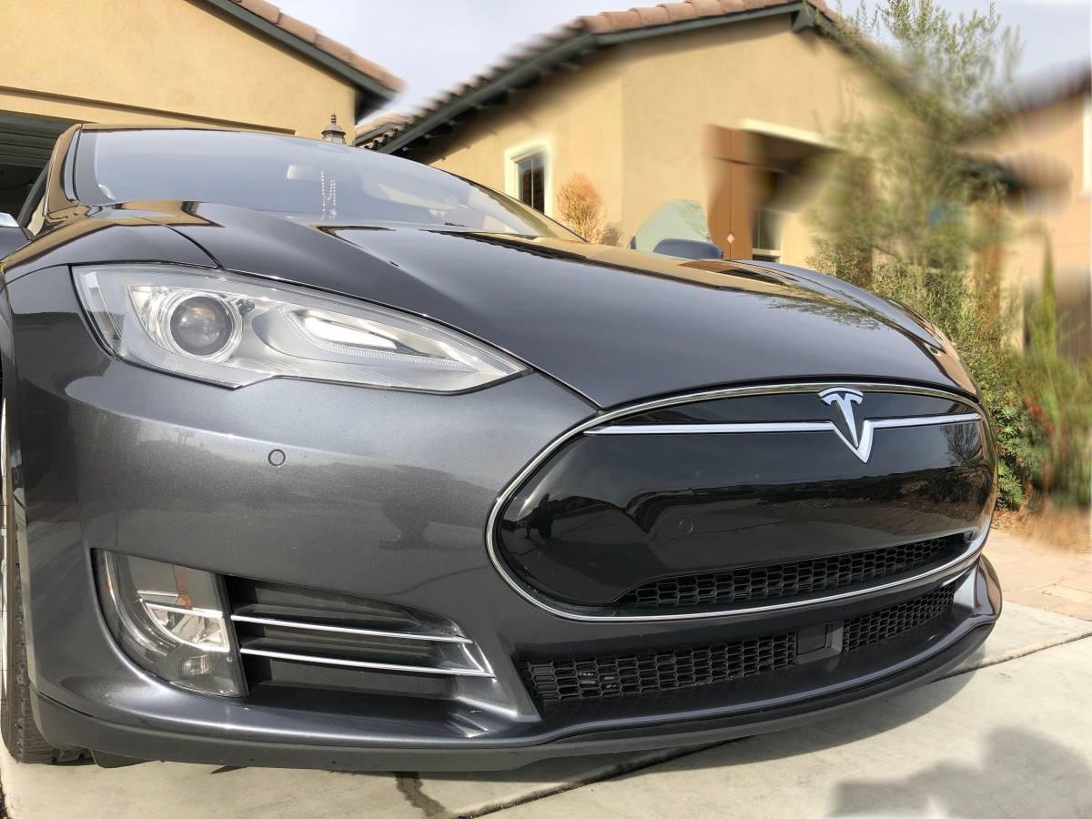 2015 Tesla Model S 5YJSA1S20FF093882