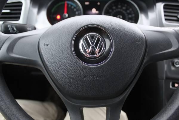 2016 Volkswagen e-Golf WVWKP7AU1GW917051
