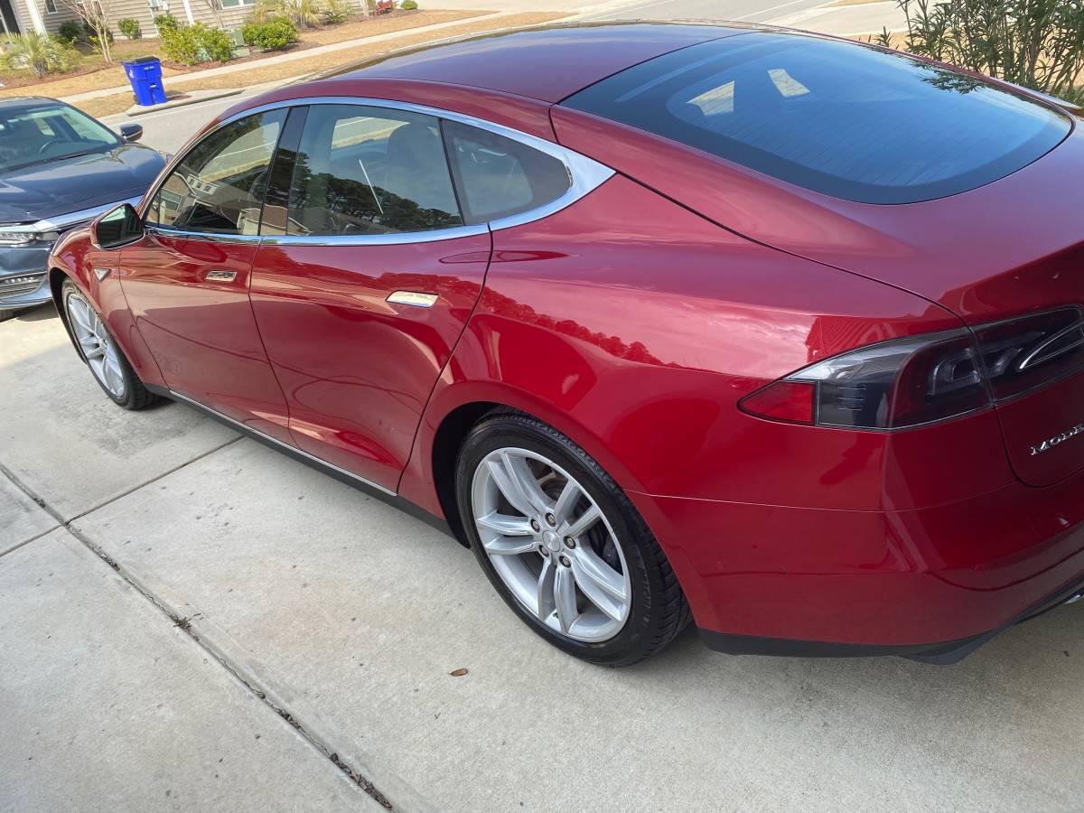 2015 Tesla Model S 5YJSA1H28FFP79756
