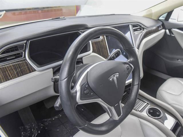 2013 Tesla Model S 5YJSA1DN2DFP28332