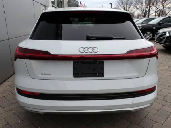 2019 Audi e-tron WA1LAAGE9KB008987