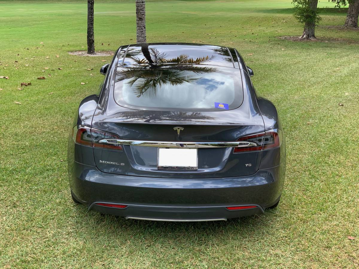 2016 Tesla Model S 5YJSA1E11GF130586