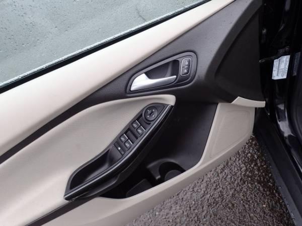 2016 Ford Focus 1FADP3R41GL363586