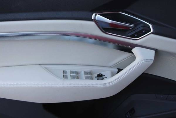 2019 Audi e-tron WA1LAAGE6KB009059