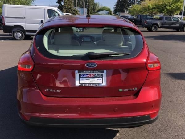 2016 Ford Focus 1FADP3R45GL363722