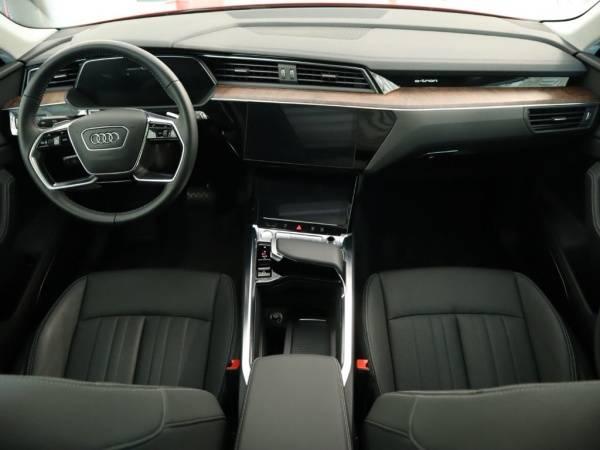 2019 Audi e-tron WA1LAAGE5KB019579