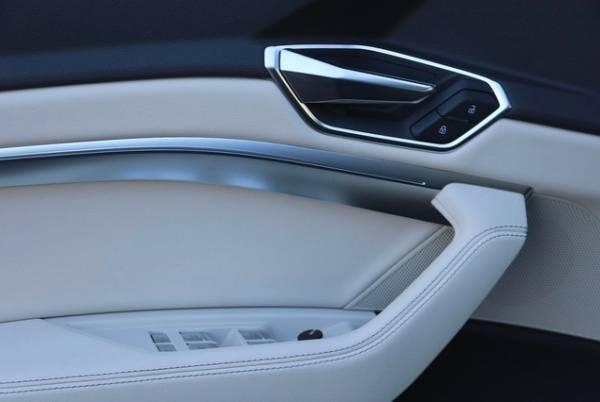 2019 Audi e-tron WA1LAAGE4KB010761