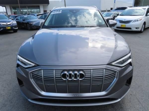 2019 Audi e-tron WA1LAAGE9KB009380