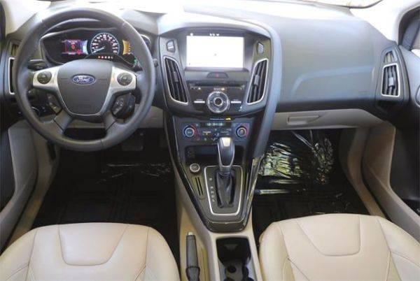 2016 Ford Focus 1FADP3R42GL337322