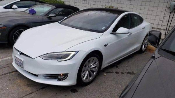 2018 Tesla Model S 5YJSA1E21JF281847