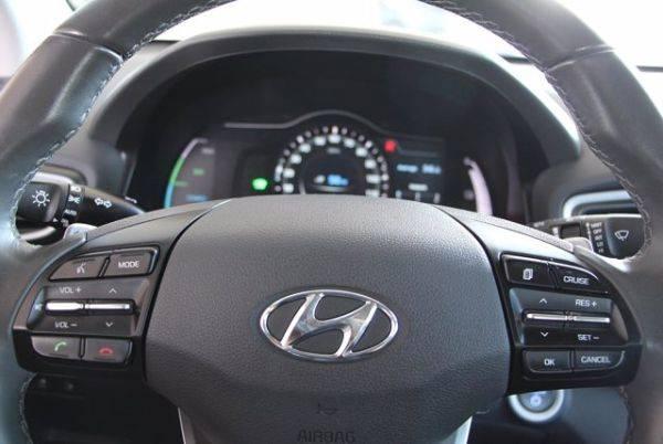 2018 Hyundai IONIQ KMHC75LH1JU026801